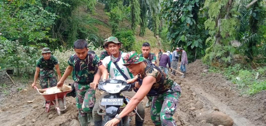 Medan Berlumpur Tak Jadi Penghambat Kinerja Satgas TMMD Kodim 0204/DS
