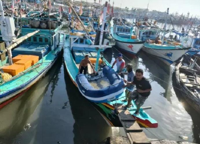 Pos TNI AL Muncar Amankan Sekoci Karet Hasil Temuan Warga Nelayan