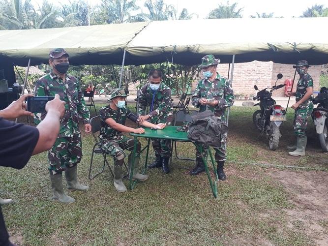 Sebelum Bertugas, Personel Satgas Medicak Check Up di Posko TMMD Kodim 0204/DS