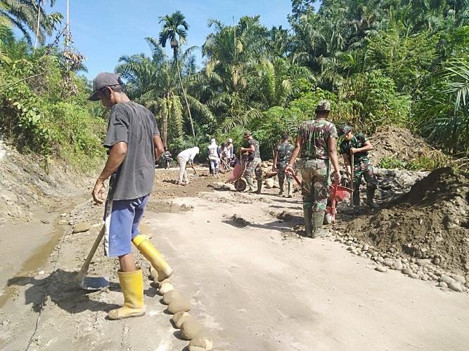 TMMD Kodim 0204/DS Tumbuhkan Budaya Gotong Royong Warga Desa Mabar