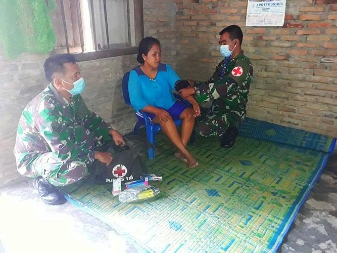 Tanpa Lelah, Satgas TMMD Kodim 0204/DS Door to Door Berikan Yankes Gratis