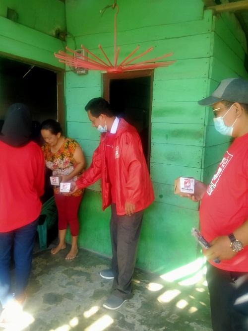DPC PSI Medan Marelan Berbagi Nasi Kotak / Rice Box Bagi Warga Kurang Mampu