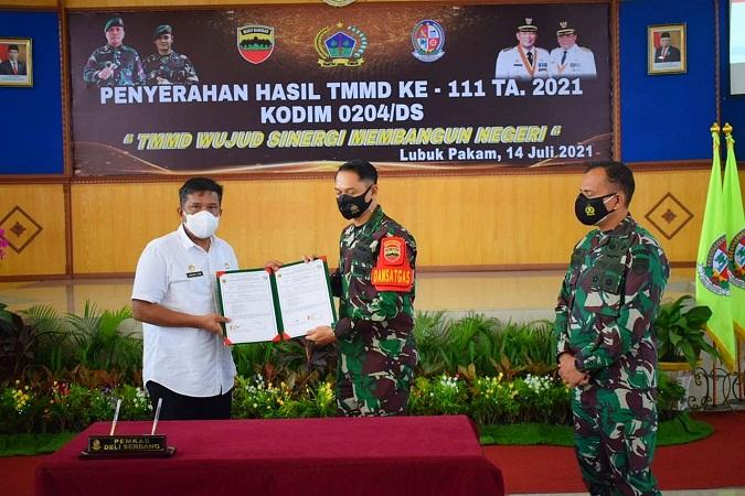 Dandim 0204/DS Serahkan Naskah Kerja Sama Hasil TMMD 111 ke Pemkab Deliserdang
