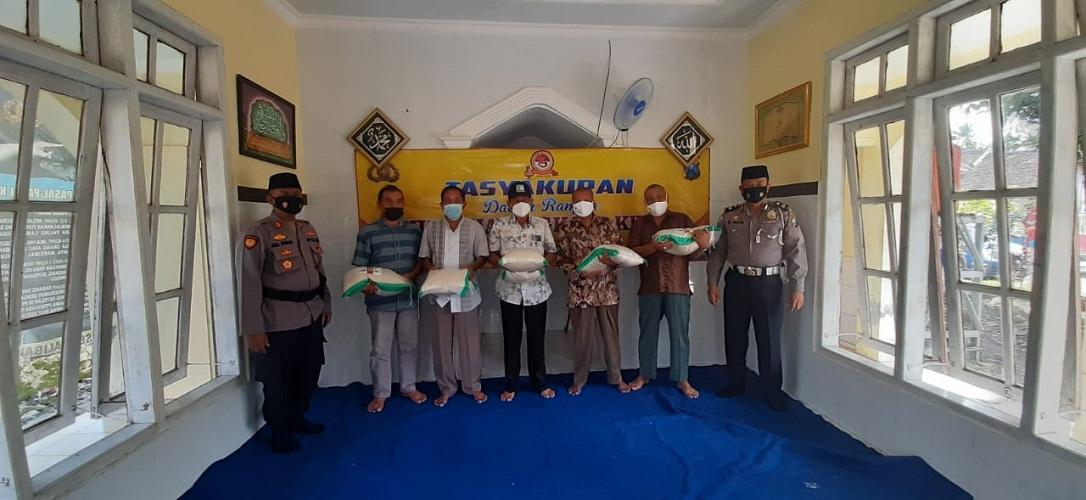 Hari Bhayangkara ke-75, Polsek Kalibaru Berikan Tali Asih kepada Lima Purnawirawan
