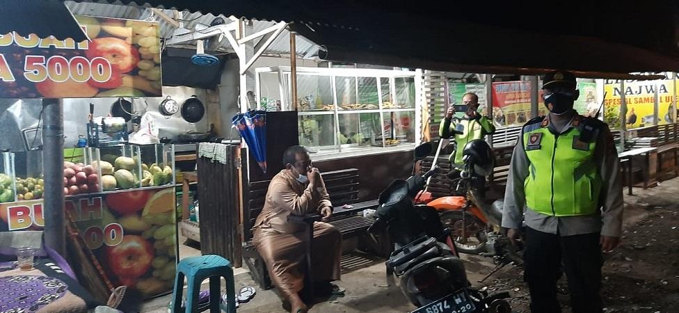 PPKM Darurat di Kalibaru, Petugas Gabungan Razia Warung Makan dan Cafe