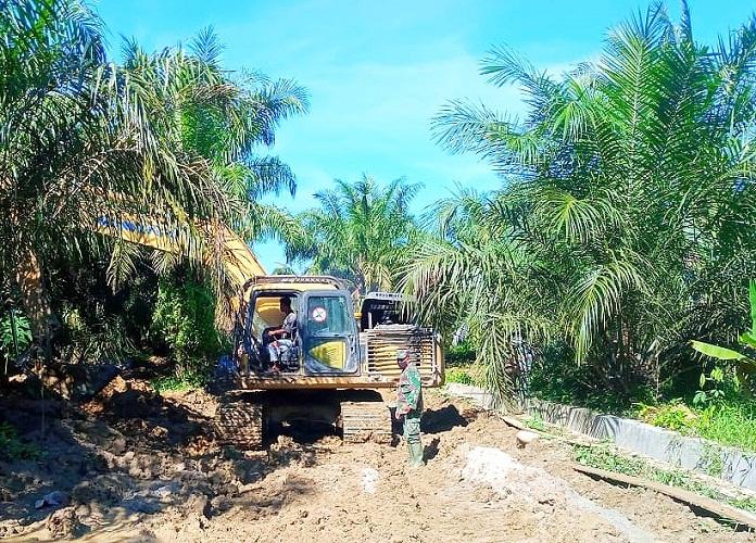 Pemadatan Jalan Cor Beton Tuntas Diytangani Satgas TMMD Kodim 0204/DS