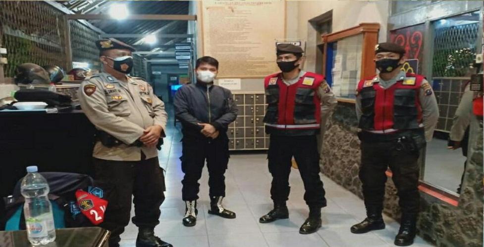 Personil Sabhara Giat Patroli Blue Light dan Ops Yustisi Sambangi Warga, Antisipasi Gangguan Kamtibmas