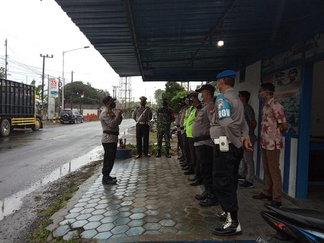 Polsek Kalibaru Polresta Banyuwangi Bersama Koramil 0825/05 Kalibaru Menggelar Apel PPKM Darurat