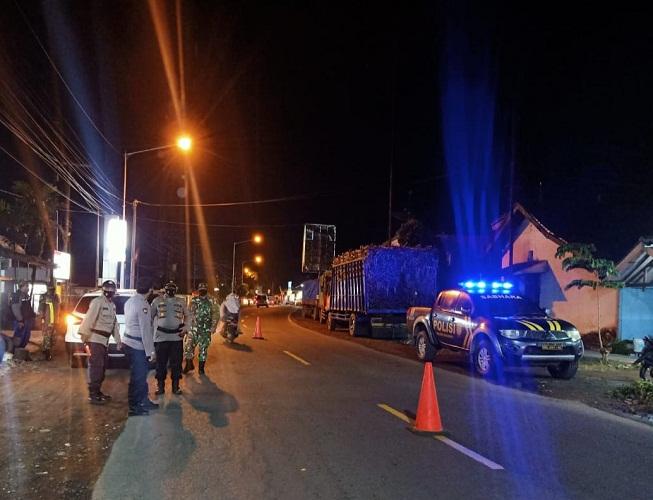 Polsek Kalibaru dan Koramil 0825 /05 Kalibaru Gelar Patroli dan Operasi Yustisi Prokes Terapkan PPKM Darurat