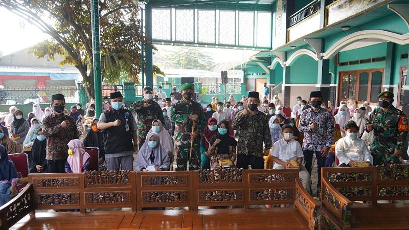 Selama Pandemi Covid-19 Danrem 061/Sk Menyalurkan 8.330 Paket Sembako