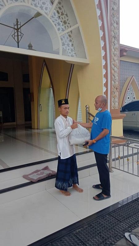 FWP Menyalurkan Bantuan Kabareskrim ke Masjid dan Gereja di Kota Medan