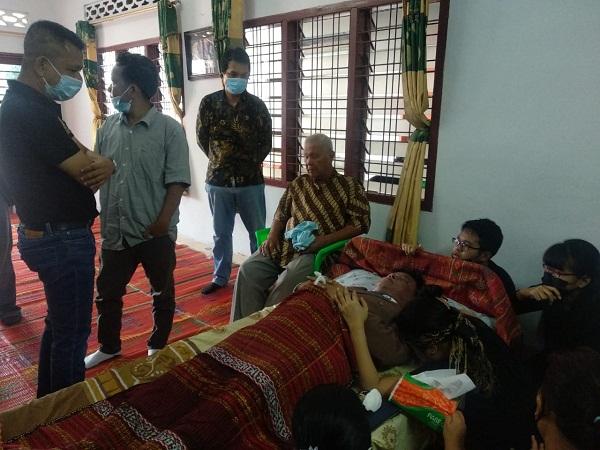 Produser MNC TV Meninggal Dunia, Ketua Pewarta Melayat dan Berikan Santunan di Medan