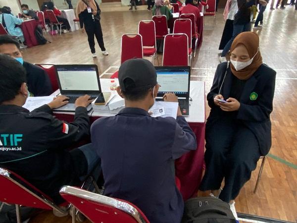 Sinergi Polri, Aliansi Mahasiswa Nasional dan BEM Malang Raya Sukses Gelar Vaksinasi Massal