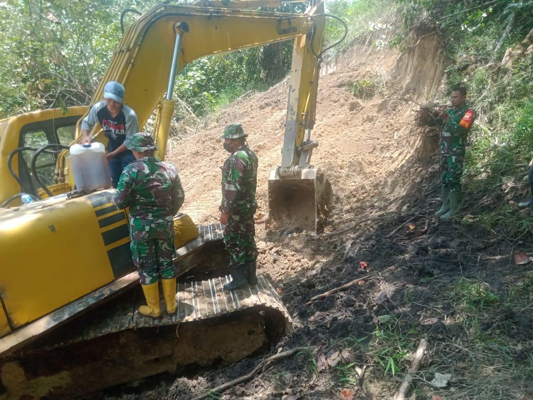 Pembangunan Jalan Baru Pra TMMD Kodim 0206/Dairi di Bantu Warga