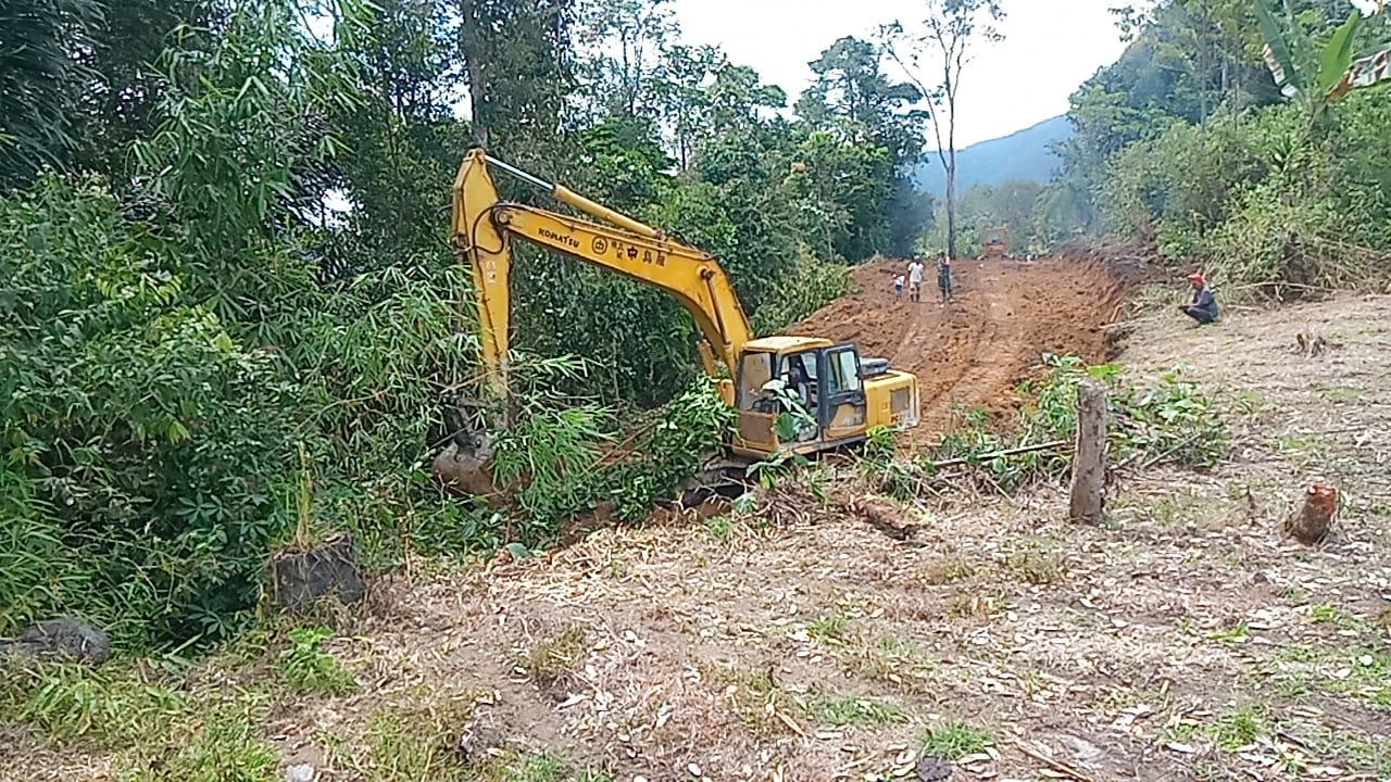 TNI Datang Membantu Program TMMD 112, Petani Gambir Bergembira Riang