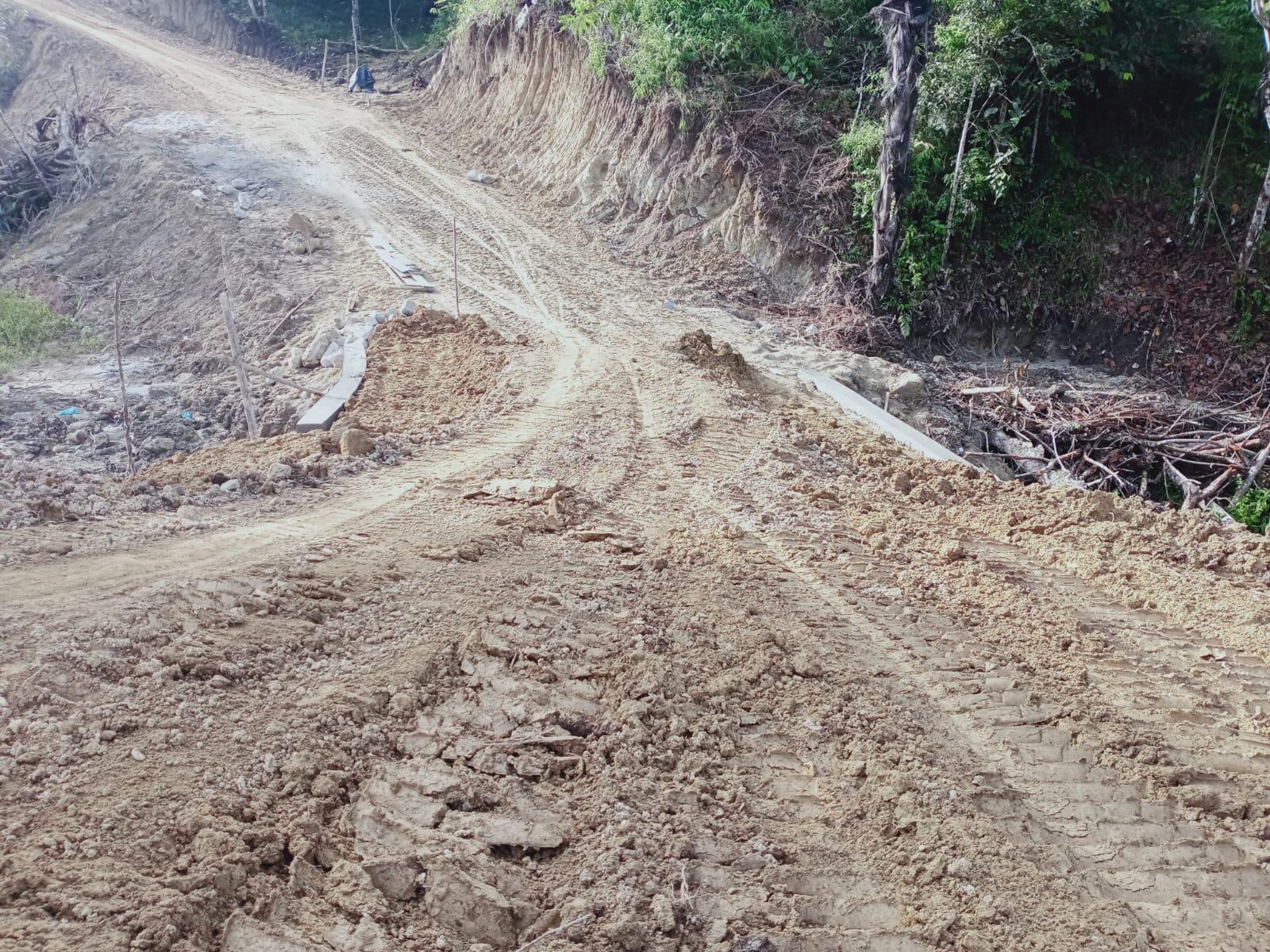 Baru di Bangun! Jalan Desa Program TMMD 112 Tertimbun Longsor Akibat Hujan Deras