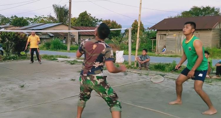 Personel Satgas TMMD 112 Olahraga Voly Ball di Desa Untuk Menjaga Kebugaran TubuhPersonel Satgas TMMD 112 Olahraga Voly Ball di Desa Untuk Menjaga Kebugaran Tubuh